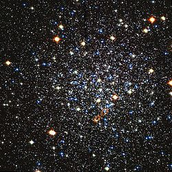 Messier 12 Hubble WikiSky.jpg