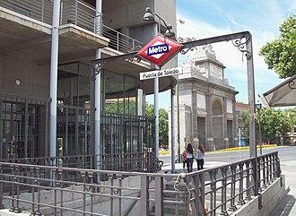 Puerta de Toledo (Madrid Metro) - Image: Metro de Madrid Puerta de Toledo 01
