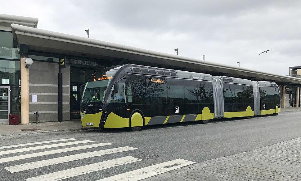 Metrobuss på linje 2 ved Trondheim sentralstasjon 5. august 2019, tre dager etter åpningen av systemet.
