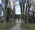 Mochenwangen Ev Kirche Allee.jpg
