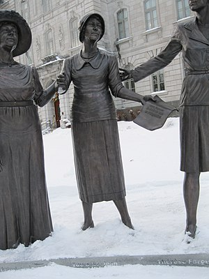 Idola Saint-Jean - The statue in front of the National Assembly of Saint-Jean, Thérèse Casgrain and Marie-Claire Kirkland.