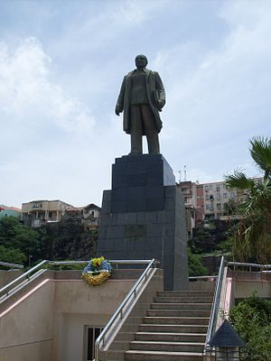 Várzea, Praia - Monument to Amílcar Cabral north of the National Library