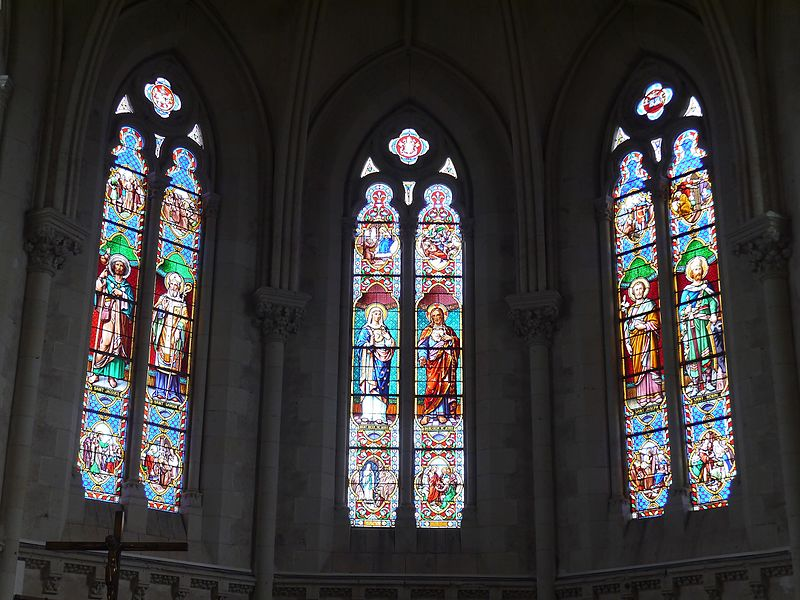 Les vitraux du chœur.