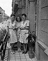 Nők 1949-ben az erkélyen. Fortepan 54119.jpg