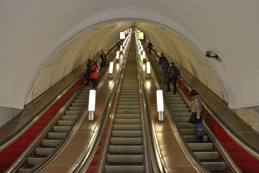 Станцию «Невский проспект» закрыли из-за бесхозного предмета