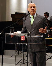 1999 winner Sir Norman Foster, giving a speech behind a lecturn