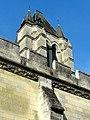 Noyon (60), cathédrale Notre-Dame, mur nord-est du cloître et clocher au nord de la façade 1.jpg