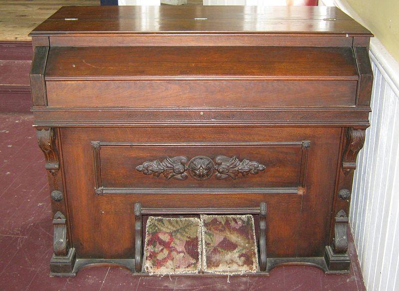 File:Old Pump Organ in Fayette Music Hall.jpg
