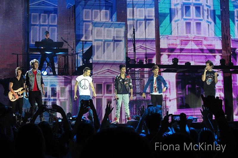 File:One Direction, SECC, Glasgow 12.jpg