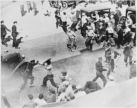 Battle between striking teamsters and police, Minneapolis general strike of 1934 Open battle between striking teamsters armed with pipes and the police in the streets of Minneapolis, 06-1934 - NARA - 541925.jpg