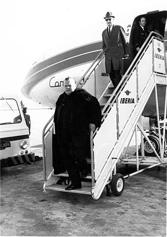 Welles in Madrid during the filming of Mr. Arkadin in 1954 Orson Welles.jpg
