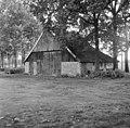 Overzicht van de voorgevel van de houten vakwerkschuur, behorende bij boerderij het Brummelhoes - Haaksbergen - 20095243 - RCE.jpg
