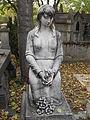 Père-Lachaise, A smile for the dead (10153289785).jpg