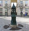 P1170204 Paris XIV pl de l'Abée-Jean-Lebeuf fontaine Wallace rwk.jpg