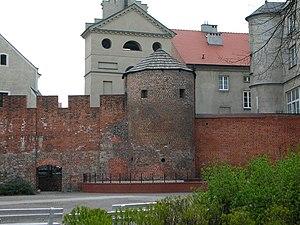 Kalisz - pozostałości średniowiecznych murów obronnych i Baszta Dorotka. Fot. Bartek Wawraszko, lic. CC-BY-SA-3.0