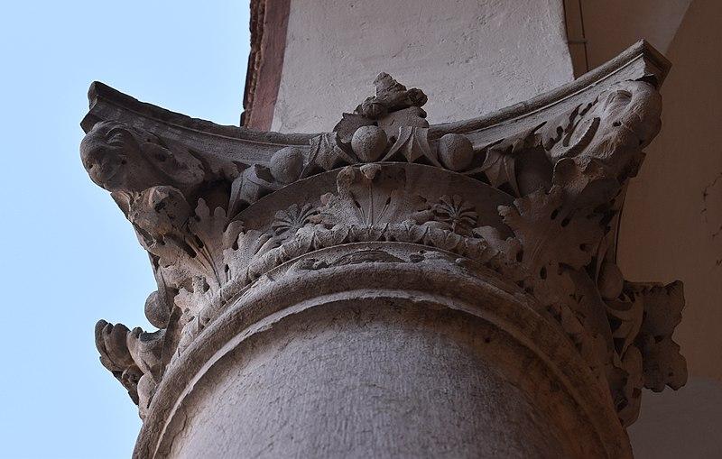 File:Palazzo Costabili (Ferrara) - Capitello 04.jpg