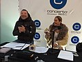 Patricio Bauerle y Andrea Hoffmann transmitiendo para Radio Concierto en el Parque Araucano.jpg