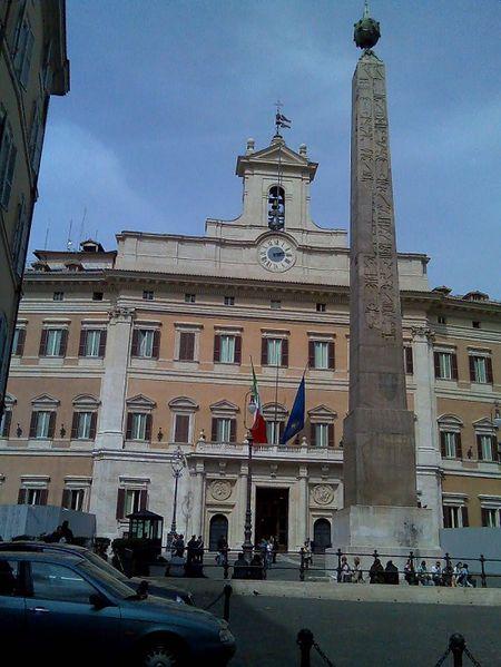 File:Piazza Monte Citorio Roma, Italy.jpg