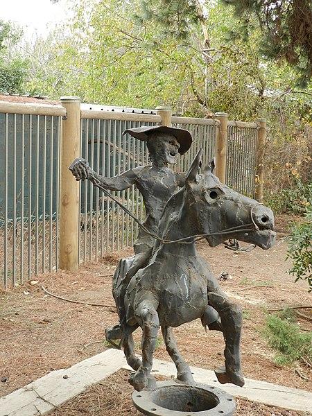 פסל בקיבוץ מרום גולן