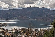 Poertschach Blick vom Bannwaldweg auf den See mit Pyramidenkogel 12112016 5376.jpg