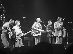 The Pogues ao vivo em 2004.