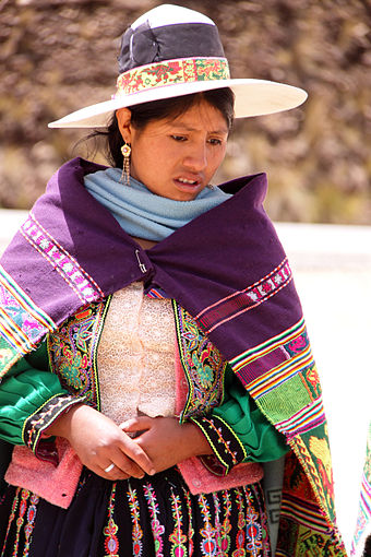 Indigenous woman in traditional dress, near Cochabamba, Bolivia Pongo 0436b.jpg