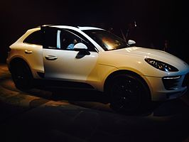 Porsche Macan - right side.JPG