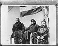 Prins Bernhard (links) aan boord van een motortorpedoboot van de Koninklijke Mar, Bestanddeelnr 935-0148.jpg