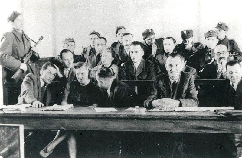 File:Proces Pileckiego 1948.jpg