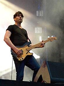 James tritt 2013 live auf.