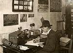 Radiotelefonie bij de luchtvaart aan de Waalhaven. 1926.jpg