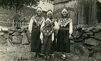 Ruhnu - Women of Ruhnu in folk costume (1937)