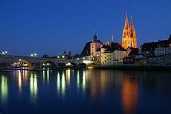 Regensburg-steinerne-Bruecke.jpg