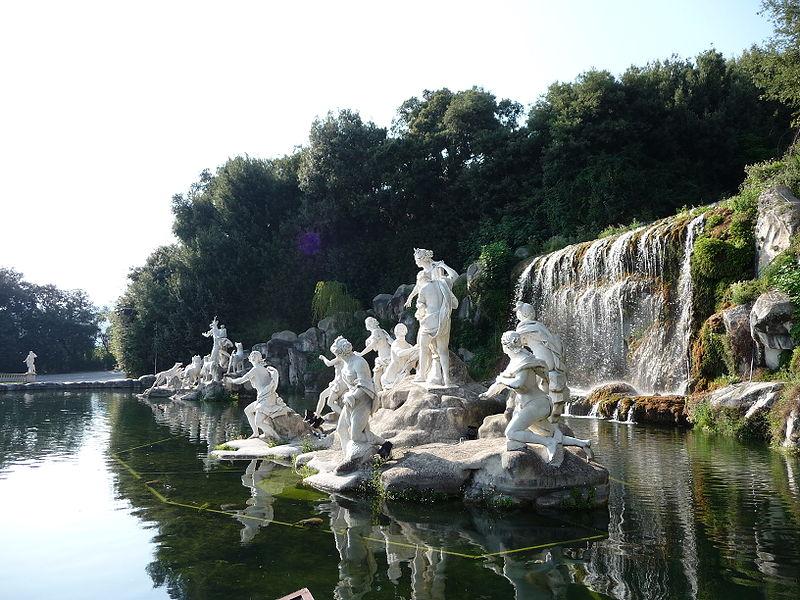 http://upload.wikimedia.org/wikipedia/commons/thumb/a/a6/Reggia_Caserta_Diana_03-09-08_f03.jpg/800px-Reggia_Caserta_Diana_03-09-08_f03.jpg