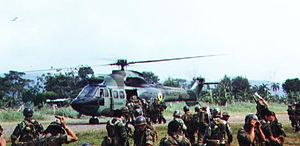 Military history of Ecuador - Photo taken during the Cenepa War in 1995, Ecuadorian Special Forces during a troop relief by helicopter, near the Tiwintza area where fighting was particularly intense.