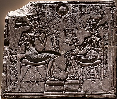 Relief depicting Akhenaton and Nefertiti with three of their daughters under the rays of Aton 01 (cropped).jpg