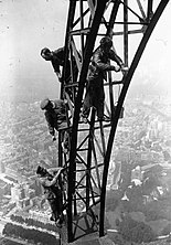 Repainting the Eiffel Tower 1924.jpg