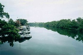 Le río Hondo depuis le pont international entre Mexique et Belize.