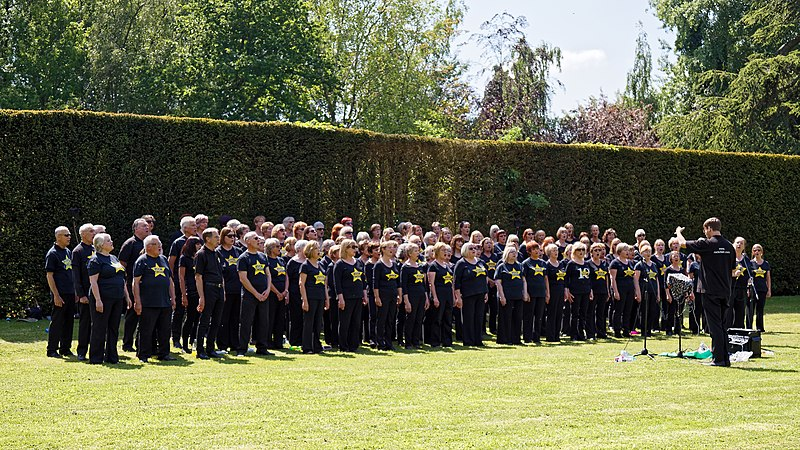 File:Rock Choir at Easton Lodge Gardens open day, Little Easton, Essex, England 01.jpg