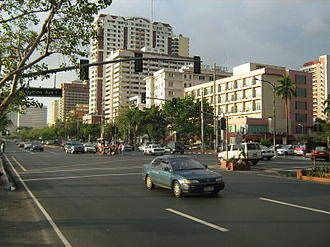 Бульвар Роксас— одна из основных городских транспортных артерий