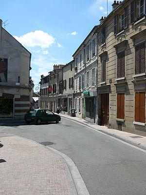 Verrières-le-Buisson - Part of Rue St Etienne D'Orves, the main street