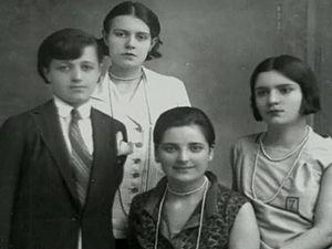 Afet İnan - Left to right: Rukiye (Erkin), Sabiha (Gökçen), Afet (İnan), and Zehra Aylin, adopted daughters of M. K. Atatürk.