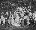 Russischer Photograph - Frauen und Kinder auf dem Gut des Grafen Baranow (Zeno Fotografie).jpg