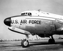L'aereo C-54 Skymaster, soprannominato La mucca sacra.
