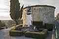 Saint-Félix-Lauragais - Le monument aux Morts - La chapelle St Roch.jpg
