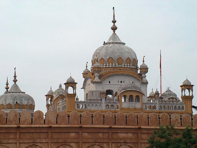 File:Samadhi of Ranjit Singh July 1 2005.jpg