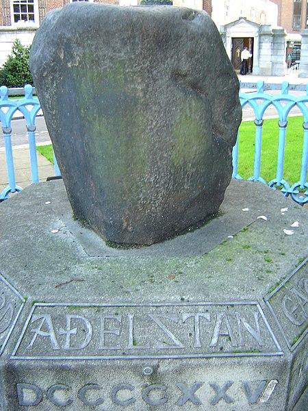450px-Saxon_Coronation_Stone(_Athelstan).jpg