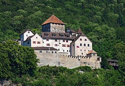 So kommt man zu Schloss Vaduz mit den Öffentlichen - Mehr zum Ort Hier