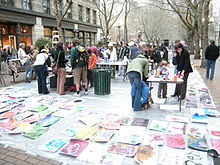 Créateurs dans CO-CREATION 220px-Seattle_-_making_art_on_Occidental_Mall