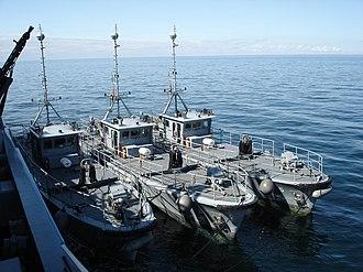Ensdorf-class minesweeper - Three Seehund ROVs